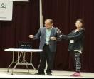어떤 걸 뽑을 까~~  한국토요학교 김종국 교장(사진왼쪽)