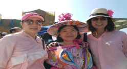홍콩한인여성회 임미정 회장(사진오른쪽)홍콩현지 참가자들과