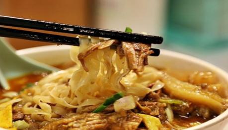 카레국수(加厘麵) : 매콤한 카레에 각종 야채와 소고기가 들어가서 얼큰한 맛이다. 한국사람들의 입맛에 잘 맞는 음식이라 인기가 좋다.(hkd50)