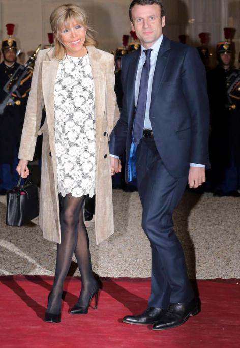 △엘리제궁에서 열린 만찬에 참석한 엠마뉘엘 마크롱 대통령과 브리짓 트로노