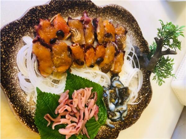 남해바다에게 직송된 싱싱 해산물 모듬 : 해삼, 멍게, 오징어, 개불