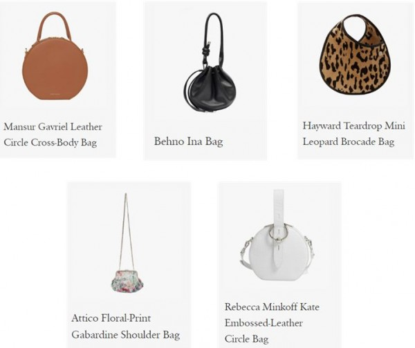 원통형 스타일의 핸드백은 견고한 가죽과 고리로 연결되어 있다. 원피스와 편안한 청바지 차림에도 잘 어울린다.