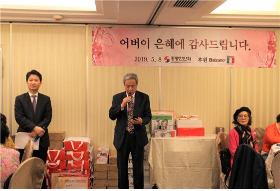 ▲ 김운영 회장이 인사말을 전하고 있다. 사회를 맡은 송세용 전무이사(사진왼쪽)