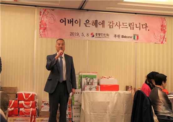 ▲토요학교 조성건 교장이 학교활동을 소개하고 있다.