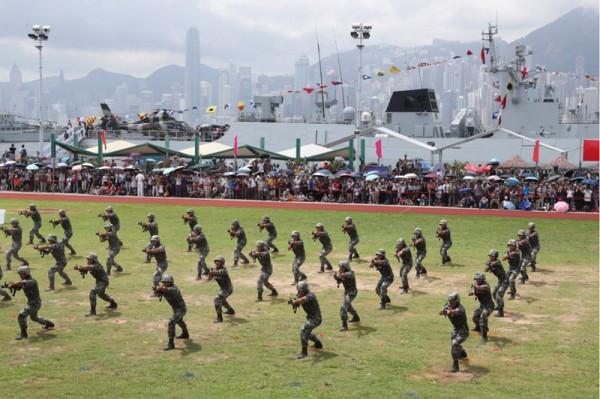 ▲ 홍콩주둔 PLA 군인들은 홍콩이 영국령에서 중국 주권으로 돌아온 후부터  홍콩에 주재하고 있다. (사진=scmp)