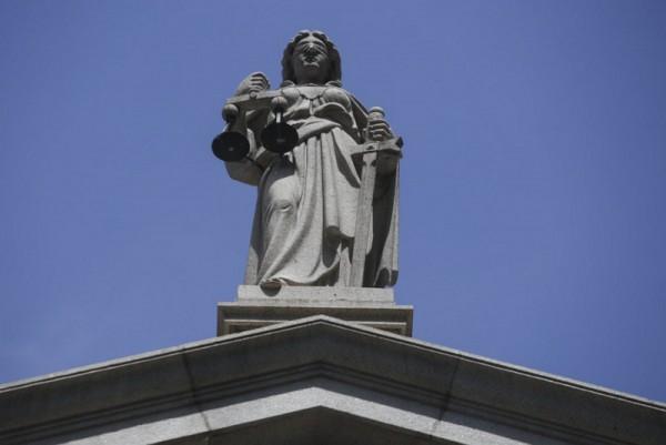 ▲ 최고항소법원 앞의 정의의 여신상(사진=scmp)