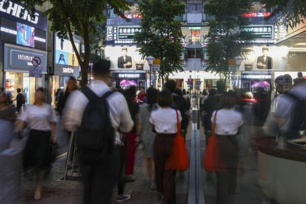 ▲  지난 6월 이후, Causeway Bay의 상점들은 시위로 인하여 매출이 상당 부분 줄었다. (사진=scmp)