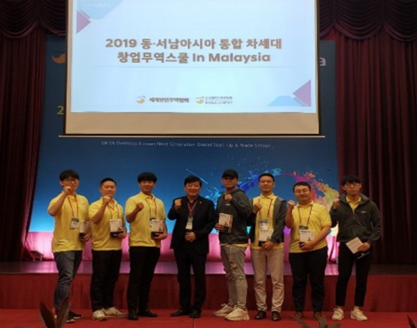 ▲ 홍콩지부(사진: 왼쪽에서 네 번째)는 김세준 대표 외 7명이 참석하였다.