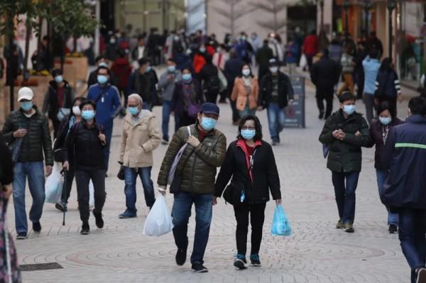 ▲ 홍콩 사람들은 신종 코로나바이러스와의 싸움뿐만 아니라 확인되지 않은 가짜 정보들로 인해 힘겨운 싸움을 하고 있다.(사진=scmp)