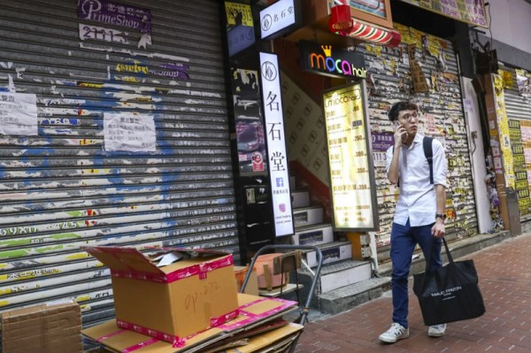 ▲ 신종 폐렴 바이러스로 인하여 홍콩 내 소매 매출에 심각한 영향을 주고 있어 많은 소매점들이 문을 닫고 있다. (사진=scmp)