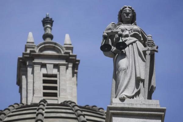 ▲ 센트럴에 위치한 대법원 앞 '정의의 여신상' (사진=scmp)